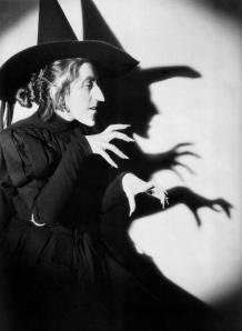 bruxa witch velha chapeu de bruxa huahahaha risada maligna