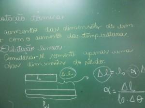 Dilatação linear: Considera-se somente apenas uma das dimensões do sólido.