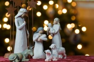 Família reunida, alegria e luzes por todo lado são bons símbolos do Natal (além dos presépios, pinheiros enfeitados e Papai Noel)